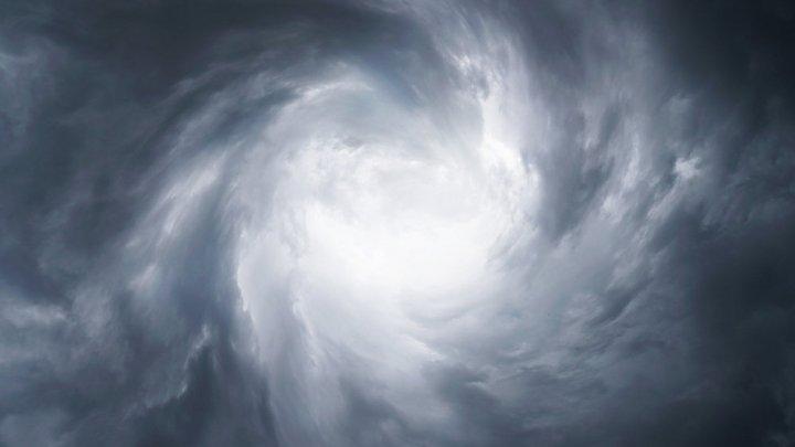 На Японию надвигается необычайно сильный тайфун