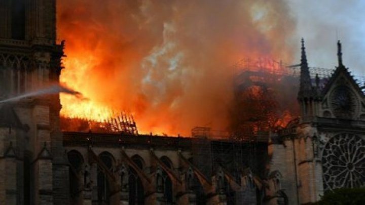 Напавший на мечеть во Франции хотел отомстить за пожар в Нотр-Дам