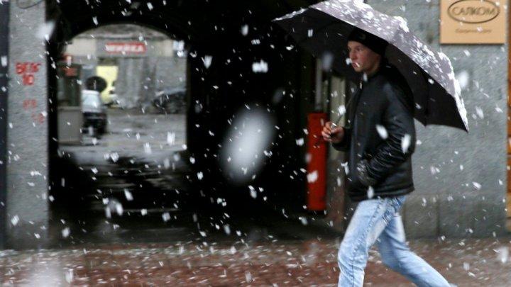 В Киеве выпал первый снег (ВИДЕО)