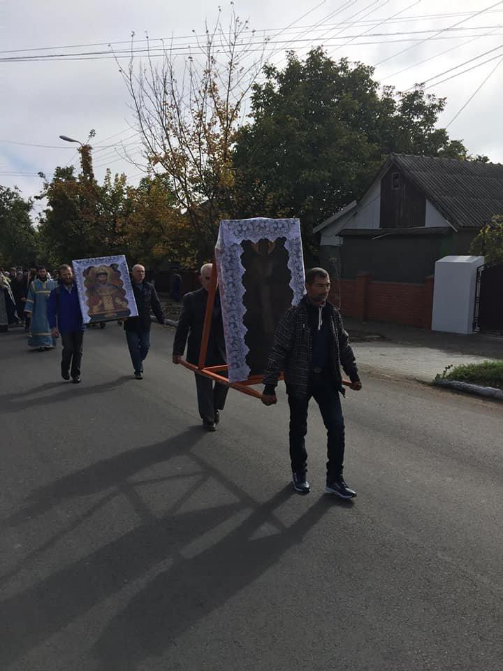 В праздник Покрова Пресвятой Богородицы по улицам Комрата прошел крестный ход