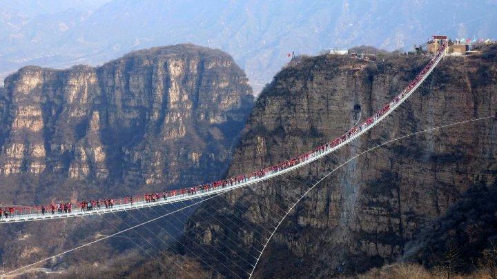 Провинция в Китае закрыла для туристов все стеклянные мосты