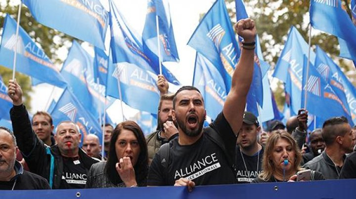 Массовый протест полицейских в Париже собрал более 20 тысяч участников (ВИДЕО)