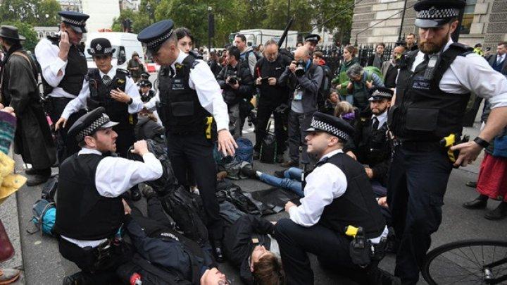 В Лондоне задержали 135 экологических активистов (ВИДЕО)