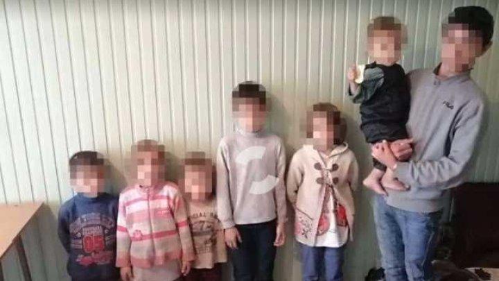 Были раздеты и жили впроголодь: в Одессе мать оставила шестерых детей на улице (ВИДЕО)