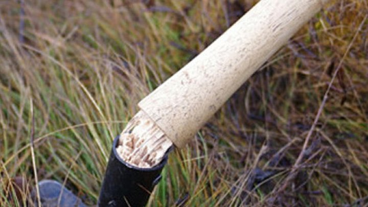 В Вулканештах мужчина избил соседа черенком от лопаты