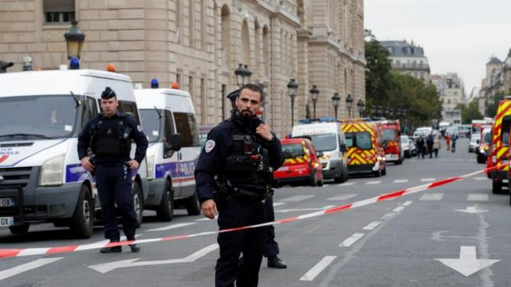 """Жена устроившего резню в Париже: Он ночью """"услышал голоса"""""""