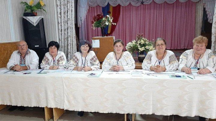 На выборы, как на праздник: в селе Инешты члены избирательной комиссии вышли на работу в вышиванках (ФОТО)