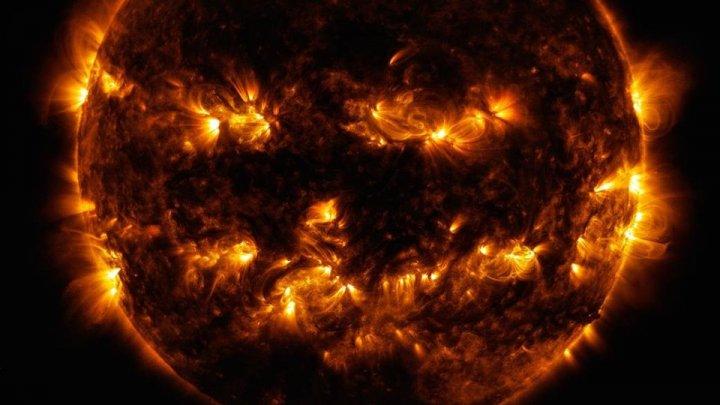 """NASA показала """"жуткое"""" фото Солнца к Хэллоуину"""