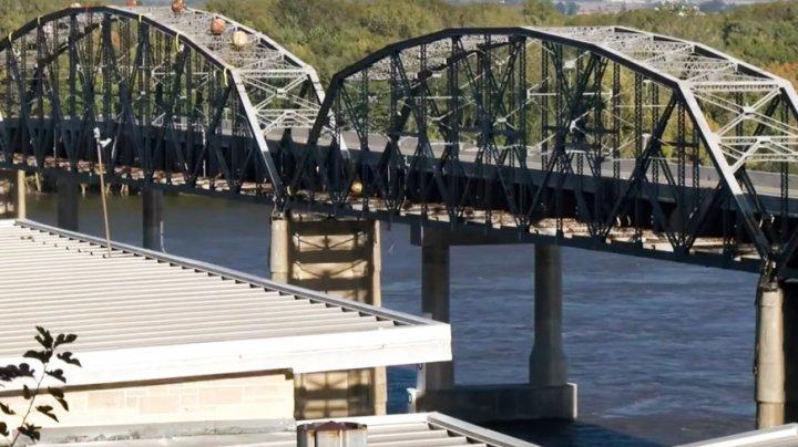 Стерли историю: в США взорвали мост возрастом 90 лет (ВИДЕО)