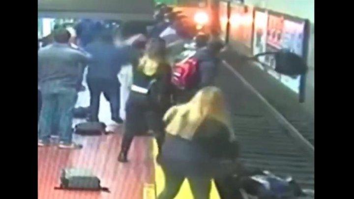Жуткие кадры: в Аргентине женщина упала на рельсы в метро (ВИДЕО)