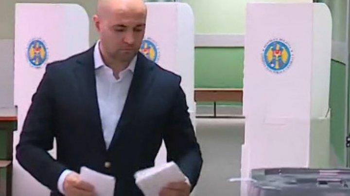 #ALEGEPUBLIKA. Кандидат ДПМ Владимир Чеботарь проголосовал на выборах мэра Кишинева