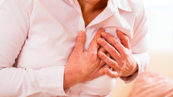 Названы признаки близкого сердечного приступа у женщин
