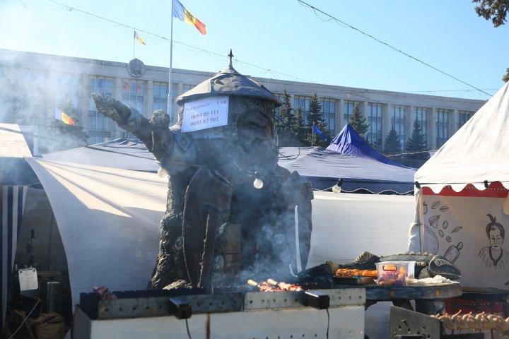 Этот город в … дыму: 50 оттенков запахов праздничного Кишинева (ФОТОРЕПОРТАЖ)
