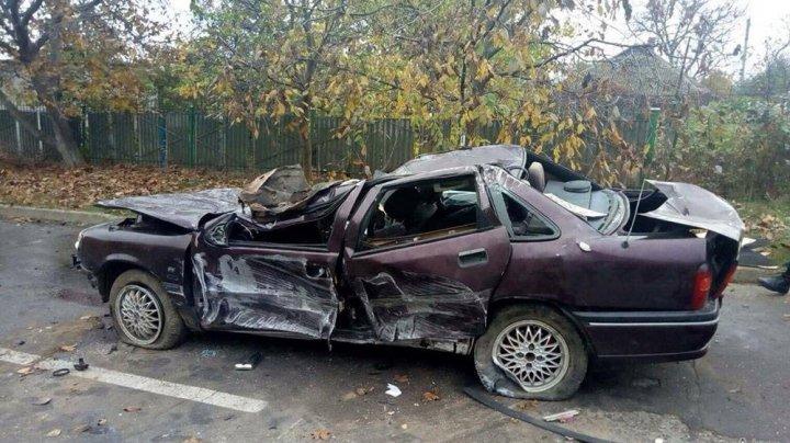 Серьезная авария в Рыбнице: автомобиль врезался в цементовоз и перевернулся (ФОТО)