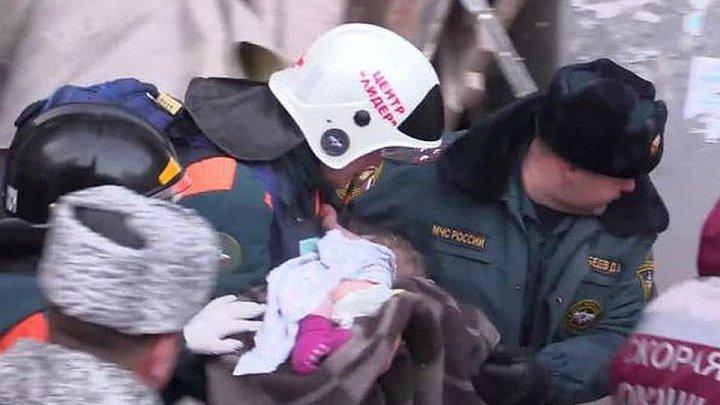 Мама спасённого в Магнитогорске малыша показала его первые шаги (ВИДЕО)