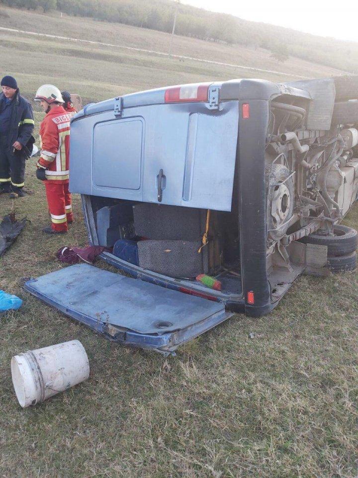 В Теленештах микроавтобус с пассажирами столкнулся с автомобилем