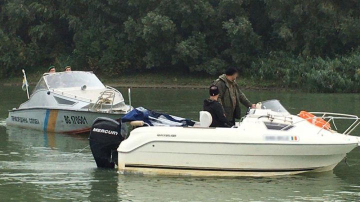 Одесские пограничники задержали румынский катер с гражданами стран ЕС