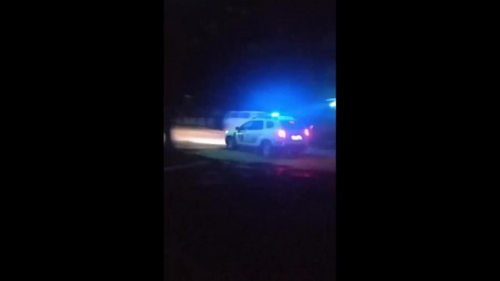 Ночная погоня в Бельцах: водитель наехал на ногу полицейскому и скрылся (ВИДЕО)
