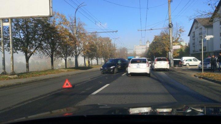Авария на Телецентре: мотоциклист врезался в легковушку (ФОТО)