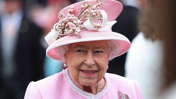 Елизавета II ударила племянника на глазах у Элтона Джона