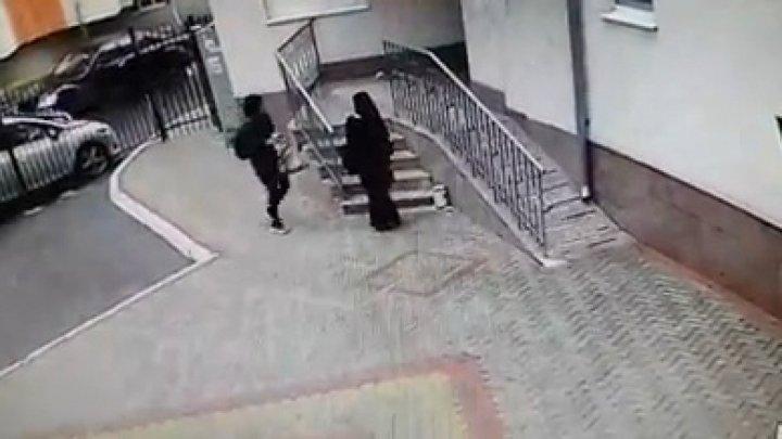 Настоящее свинство: две иностранки были пойманы за постыдным поступком (ВИДЕО)