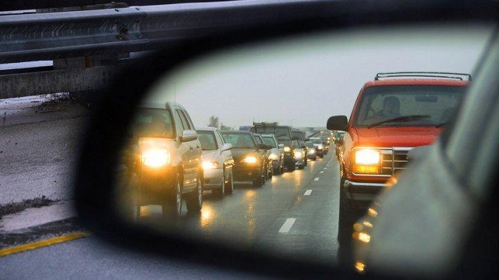Внимание, водители! С 1 ноября в Молдове необходимо ездить с включенными фарами