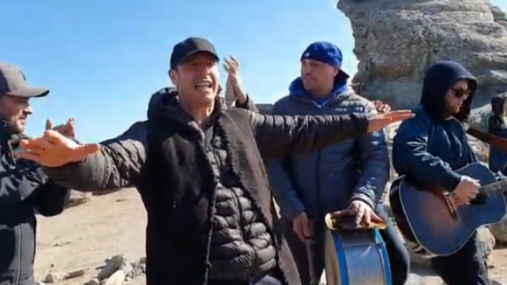 Zdob şi Zdub на высоте: музыканты спели на вершине румынского Сфинкса (ВИДЕО)