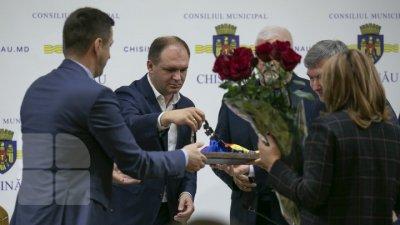 Добро пожаловать на борт: мэру Иону Чебану вручили шарф и пояс градоначальника