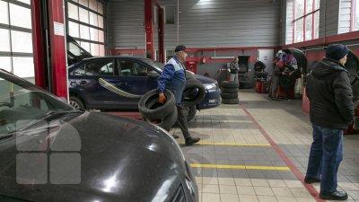 Столпотворение в столичных автосервисах: водители готовят машины к зиме (FOTOREPORT)