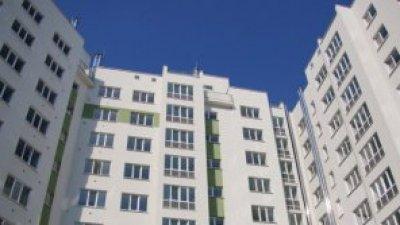 "Скандал в столице из-за дыр в фасаде здания: ""Все валят друг на друга"""