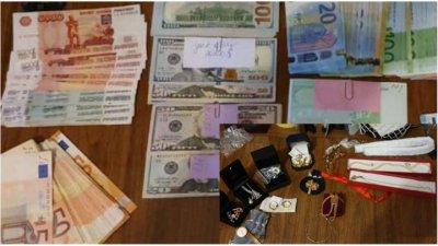 Золотые часы, украшения и много денег: правоохранители показали, что нашли в ходе обысков по делу судмедэкспертов (ФОТО)