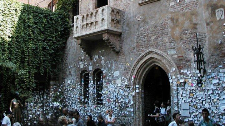 В Доме Джульетты стали срывать записки туристов