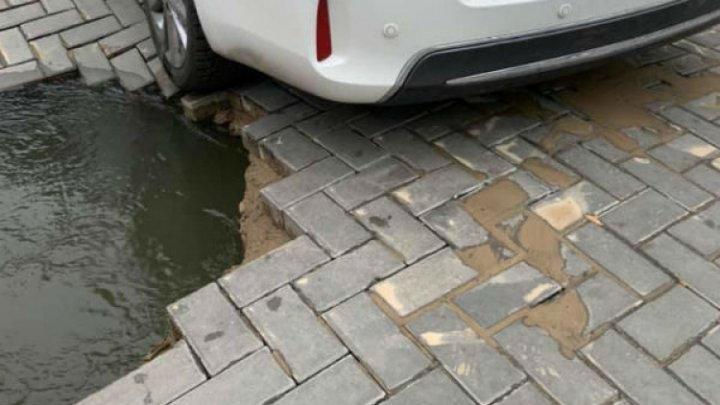 Две трубы лопнули на бульваре Штефана чел Маре в столице: жители округи остались без воды