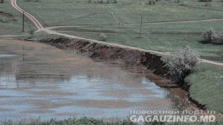 В Гагаузии трактор перевернулся и упал в озеро
