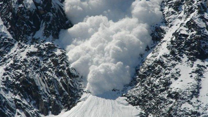Лавина накрыла группу лыжников в австрийских Альпах