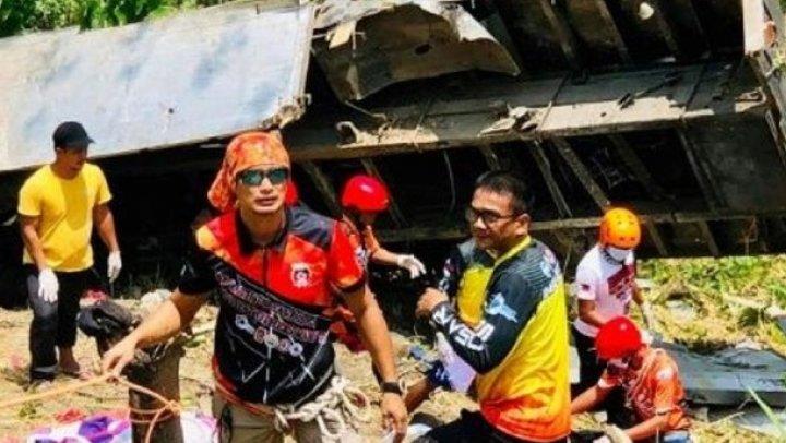 На Филиппинах грузовик упал с обрыва, погибли 19 человек