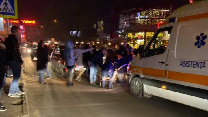 Автомобиль сбил беременную женщину на пешеходном переходе в столице