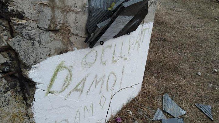 Неизвестные разбили мемориальные плиты советским солдатам в Молдове (ФОТО)