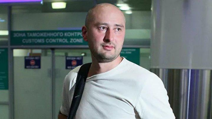 """""""Воскресший"""" журналист Бабченко уехал из Украины"""