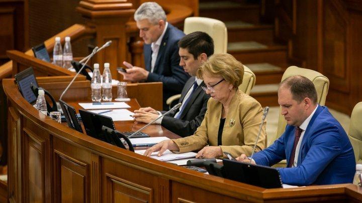 Один из вице-председателей парламента подписал последние распоряжения и сложил с себя полномочия (ДОКУМЕНТ)