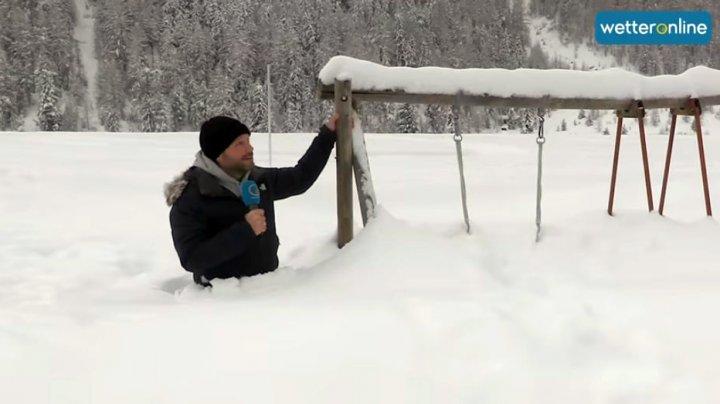 Север Италии завалило снегом: сугробы доходят человеку до пояса (ФОТО)
