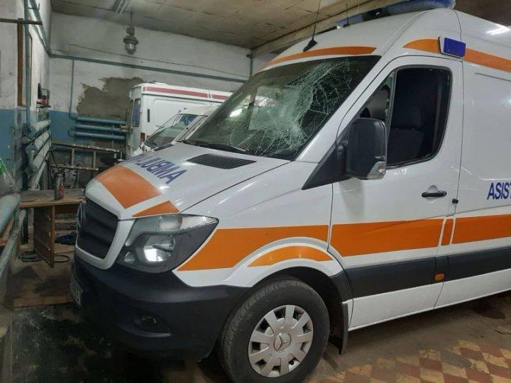 Напавший на водителя дебошир разбил машину скорой помощи в столице (ФОТО)