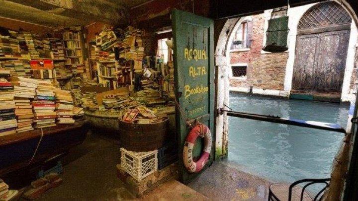Город в воде: 90% территории Венеции затопило более чем на метр, два человека погибли