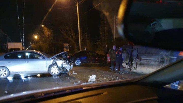 ДТП в столице: одна машина перевернулась (ФОТО)