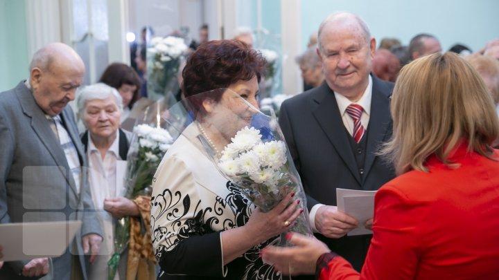 Счастливы вместе вот уже полвека: мэрия Кишинева поздравила юбиляров с золотой свадьбой (ФОТОРЕПОРТАЖ)