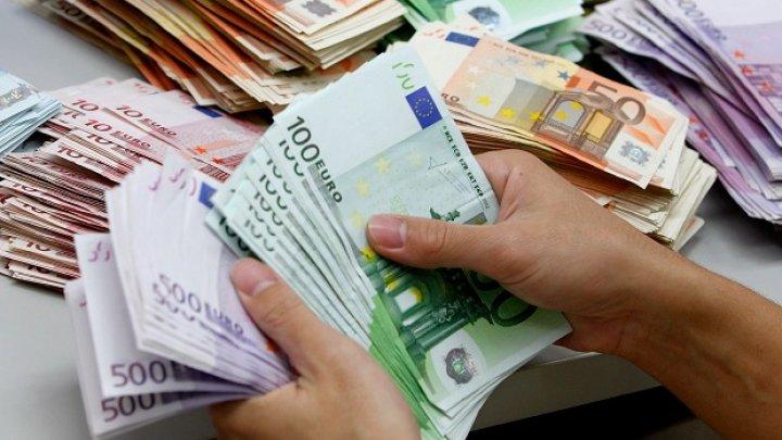 Румынским врачам, лечащим пациентов с коронавирусом, обещают платить по 500 евро в качестве бонуса