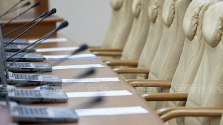 Правительство Санду соберется на заседание за два часа до парламентских прений