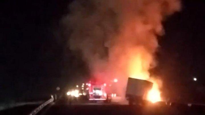 Вспыхнул, словно спичка: в столице загорелся грузовик (ВИДЕО)
