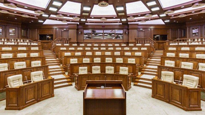 Депутаты парламента соберутся в пятницу на заседание. Ожидают и Майю Санду