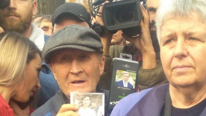 Протест в столице: перед зданием парламента собрались сторонники Майи Санду
